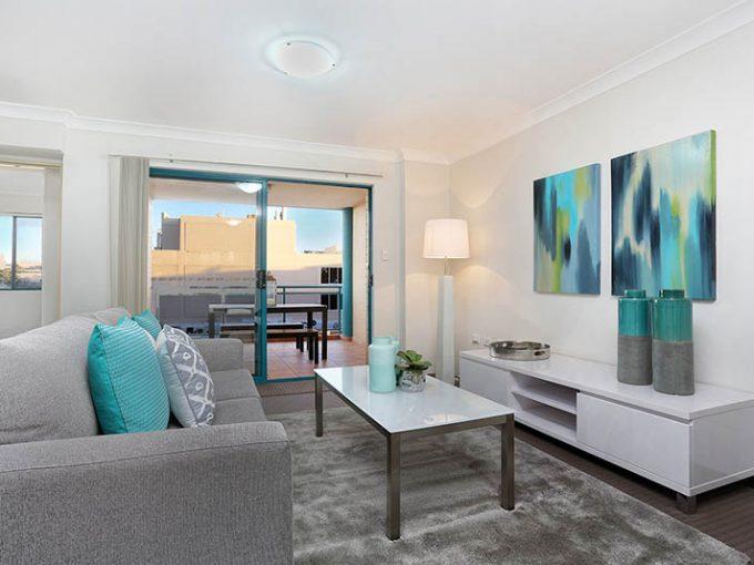 Convenient Sunny Apartment